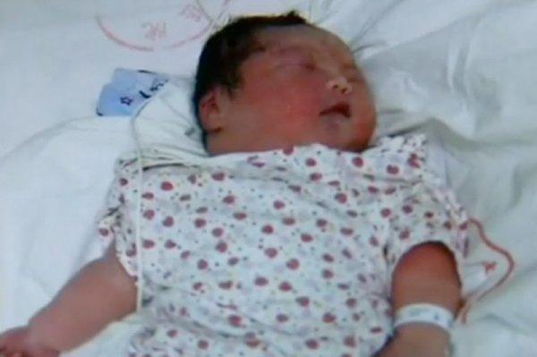В Шанхае родился ребенок с рекордным весом 6 кг! ФОТО