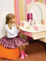 Какая мебель подойдет для девочки со спокойным характером? /