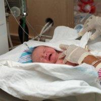 Новорожденная девочка ожила через 10 часов пребывания в морге. ФОТО