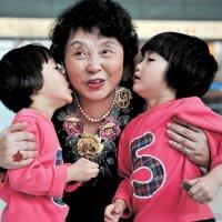 60-летняя китаянка родила двоих детей. ФОТО
