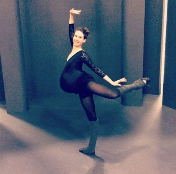 Беременная балерина на 9-м месяце танцует в пуантах. ФОТО
