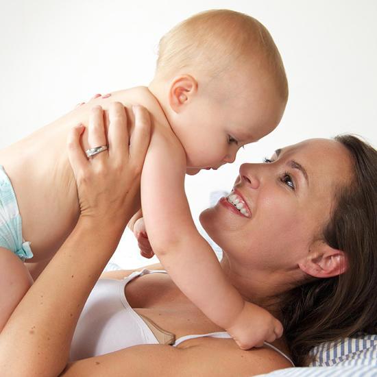 Как научить ребенка переворачиваться? /  Мама /