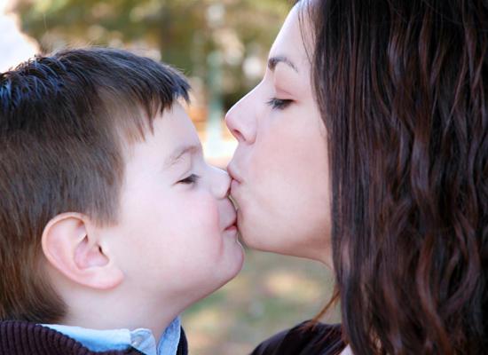 7 ошибок воспитания, которые мешают детям добиться успеха /  Мама /