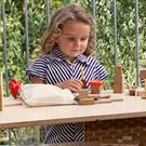 Взрослым - журнальный столик, детям - кукольный домик /  Мама /
