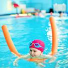 Как научить ребенка плавать? 7 важных шагов /  Мама /